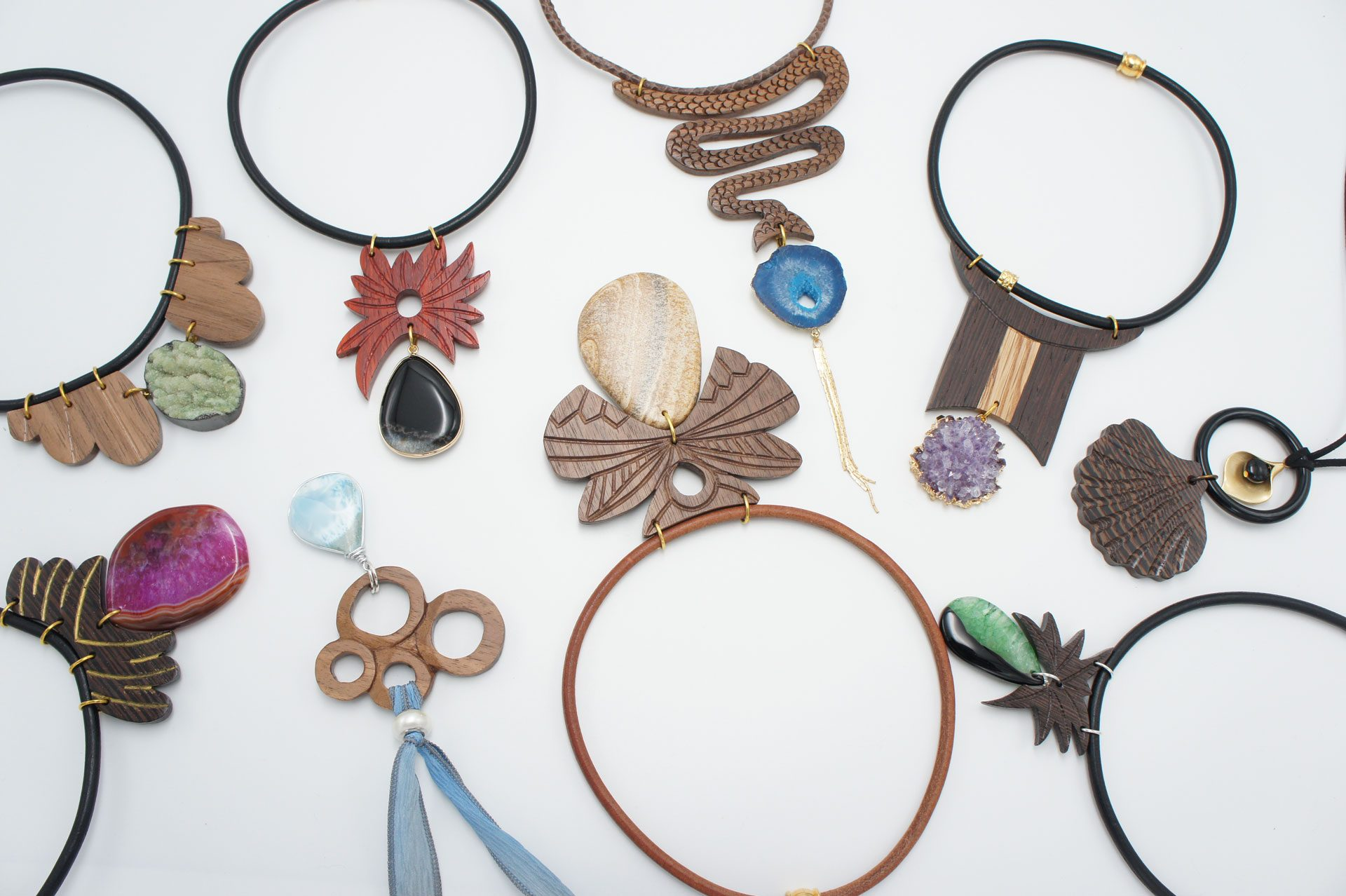 necklaces, chokers